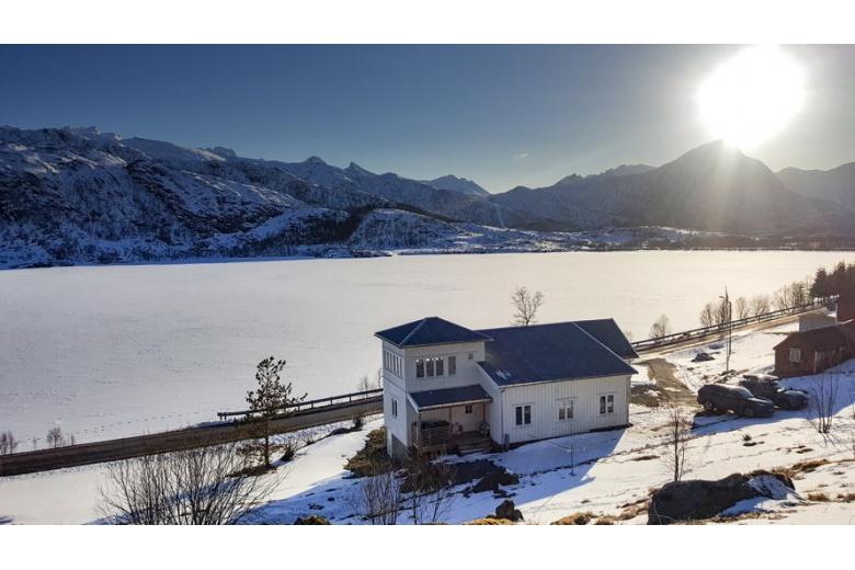 casa lago sol noruega