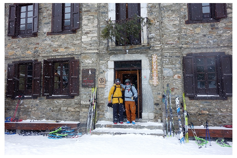ski friends in montgarri after an amazing day of powder