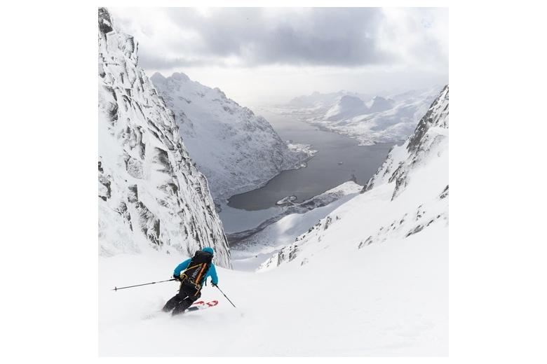 bajando esquiando geitgaljetind