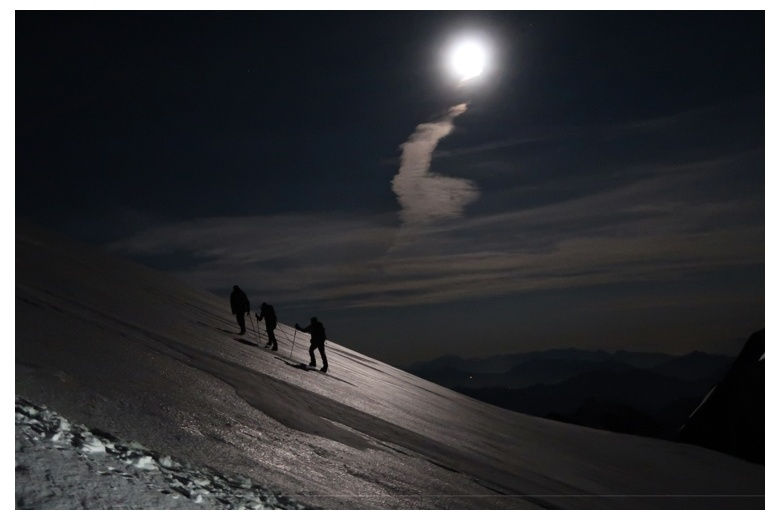 ascension au mont blanc en pleine lune