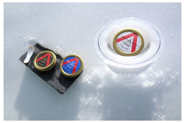 caviar nacarii tasting kit on snow right before being taste