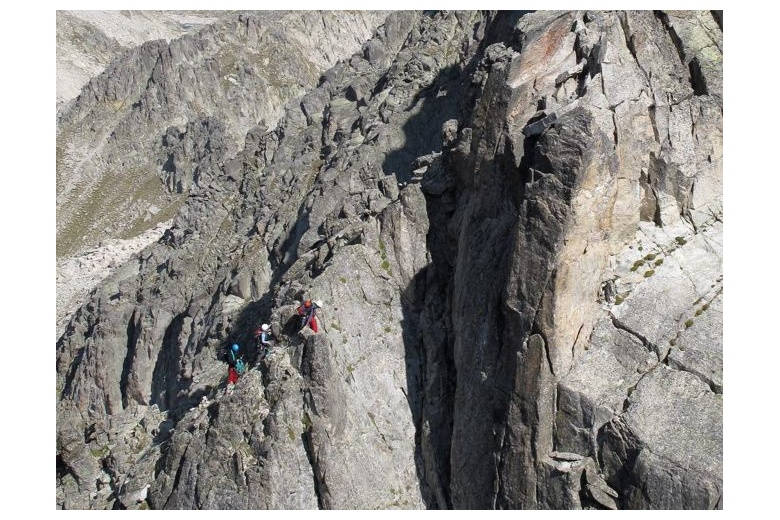 view of the alpinists in progression at salenques ridge