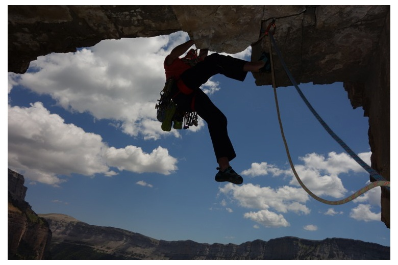 beautiful picture of climber facing a roof in ordesa pyrenees